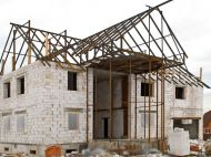 Які штрафні санкції передбачені за порушення умов будівництва?